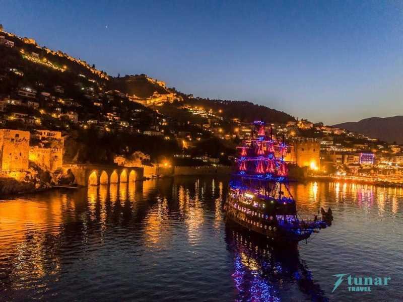 Ночная Пенная Дискотека на Яхте LAST KING в Алании из Сиде