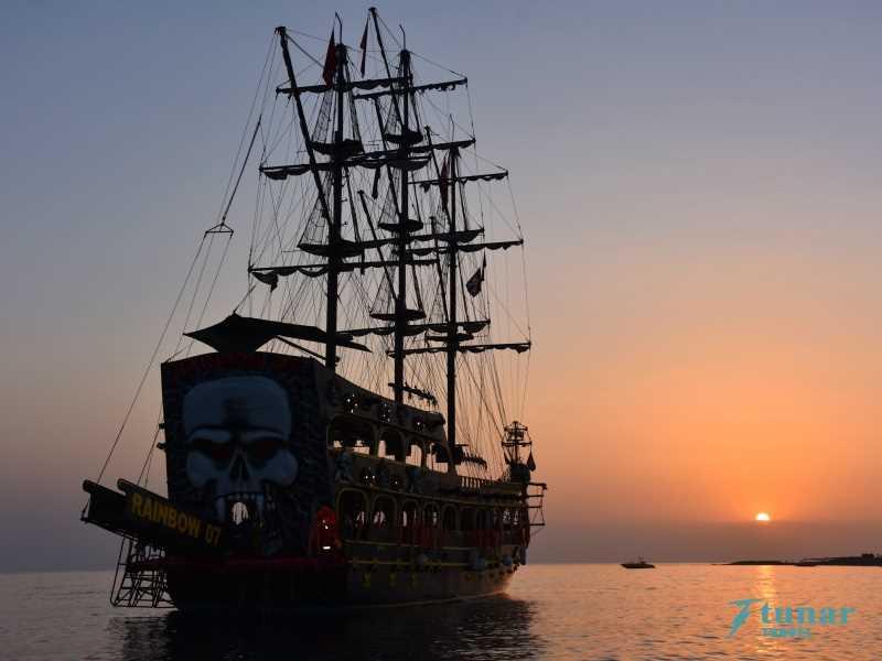 Закат + Ночная Дискотека на Яхте в Алании
