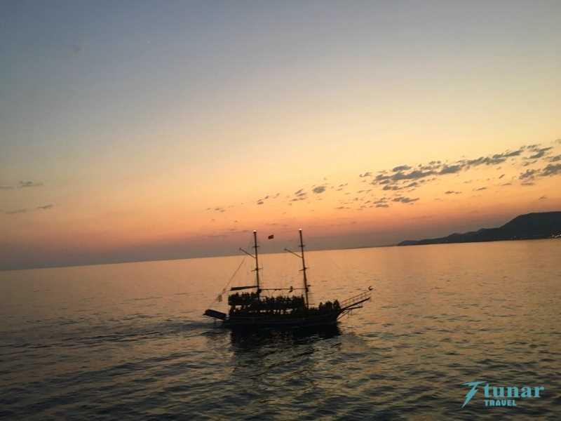 Закат Солнца + Ночная Пенная Дискотека на Яхте в Алании